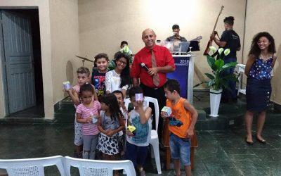 COFRINHOS MISSIONÁRIOS – Crianças também ofertam para Missões.