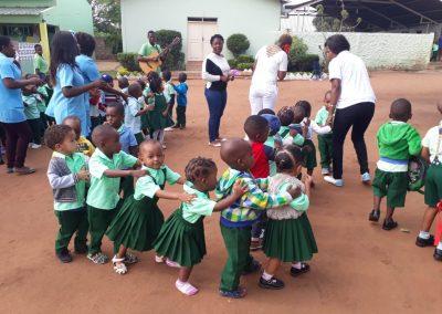 Sala de aula da Escola Luz e Vida reformada